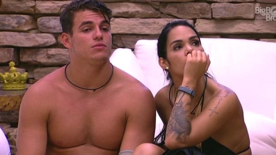Antônio e Mayara conversam sobre a aproximação entre Manoel e Vivian - Do UOL, em São Paulo