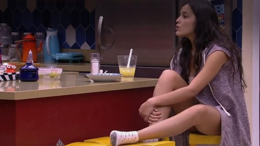 Emilly questiona ida de Ieda ao confessionário - Reprodução/Tv Globo