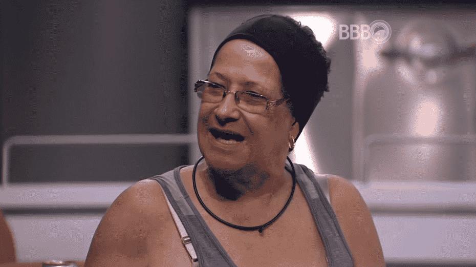"""15.mar.2016 - Matheus questiona: """"Dona Geralda, o que você faria se descobrisse que um filho seu é homossexual?"""". A sister responde: """"Eu não faria nada"""". Segundo Geralda, ele levaria numa boa a homossexualidade de um filho - Reprodução/TV Globo"""