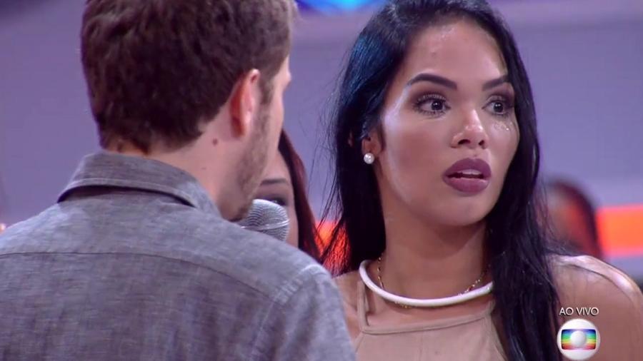 Mayara fica chocada ao saber que Roberta votou nela - Reprodução/TV Globo