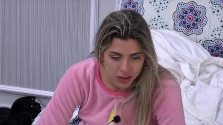 """Ana Paula Minerato chora após festa em """"A Fazenda: Nova Chance"""" - Reprodução/R7"""