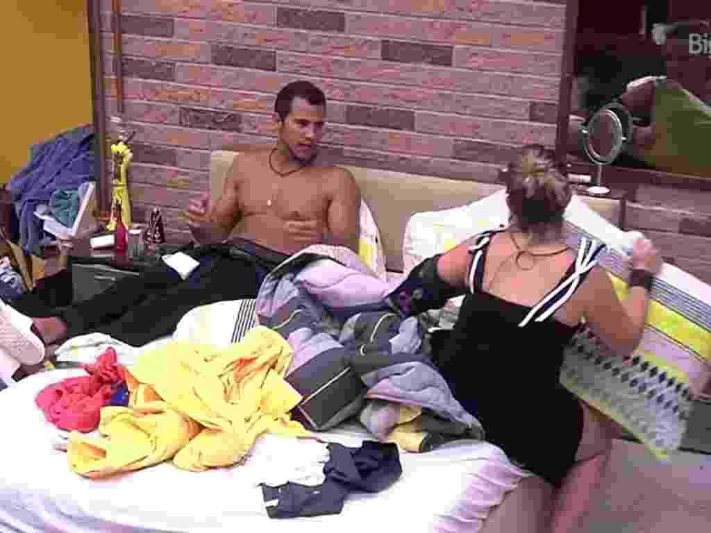6.fev.2016 - Matheus e Maria Claudia tem sua primeira discussão - Reprodução/TV Globo