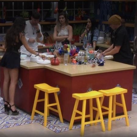 Manoel fala que Marcos não tem chances contra Mayara e Vivian - Reprodução/TV Globo