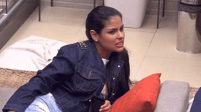 """21.jan.2016 - Munik visita quarto do líder e em conversa com Maria Claudia e Tamiel revela: """"Renan é um gato"""" - Reprodução/TV Globo"""