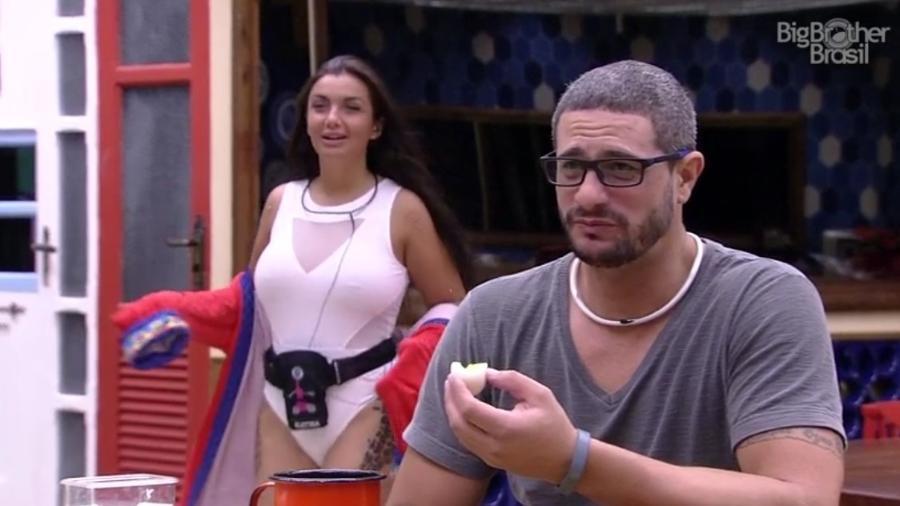 Elettra conta que comeu cérebro e língua bovina durante prova - Reprodução/ TV Globo