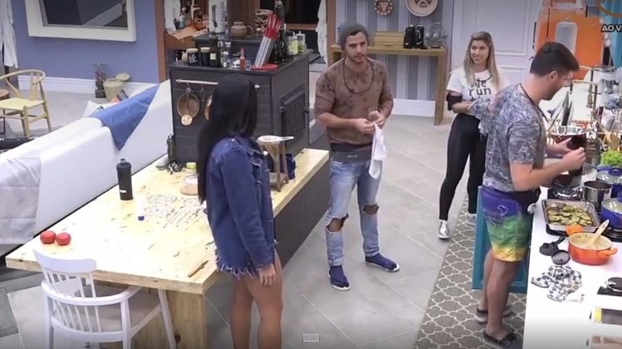 """Peões brincam sobre possíveis apelidos de casais em """"A Fazenda 9"""" - Reprodução/R7"""