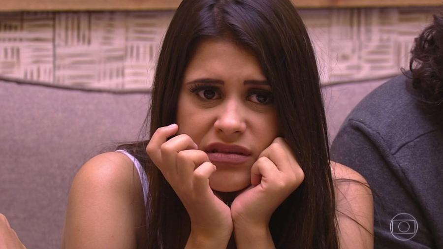 """Ana Paula ouve o anúncio do terceiro paredão do """"BBB18"""" - Reprodução/TvGlobo"""