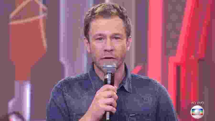 Tiago Leifert conversa com o público antes de anunciar resultado de paredão  - Reprodução/TvGlobo