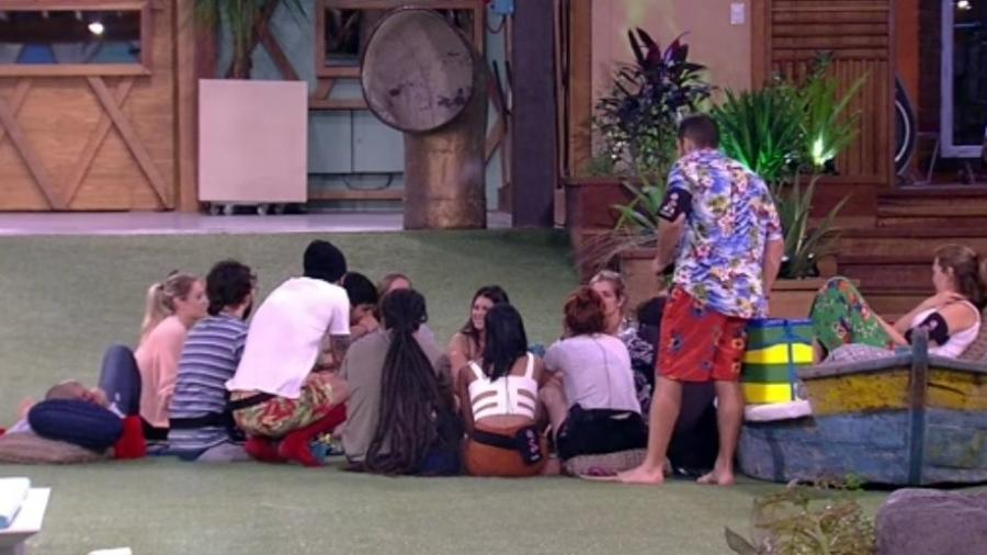 Brothers se divertem no jardim  - Reprodução/Tv Globo