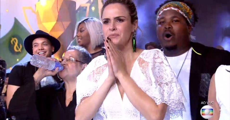 5.abr.2016 - Ana Paula e Ronan emocionados após a vitória de Munik