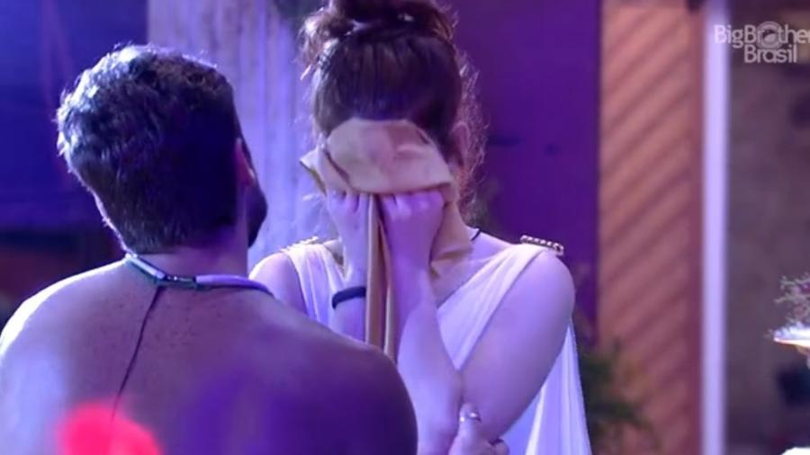 Ana Clara chora em discussão com Breno - Reprodução/Tv Globo
