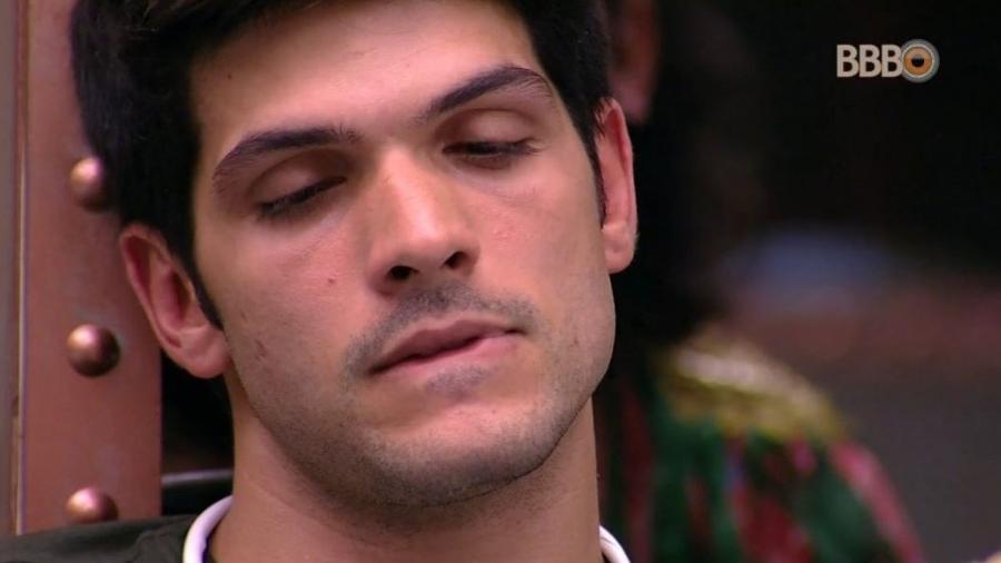 Lucas chora após conversa com Nayara - Reprodução/GlobosatPlay