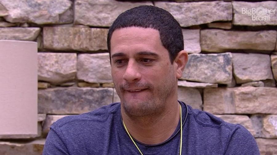Daniel acha que Elis não tem caráter - Reprodução/TV Globo