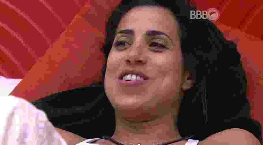 9.fev.2016 - Juliana conversa com Adélia sobre a suposta eliminação desta terça-feira (9) - Reprodução/TV Globo