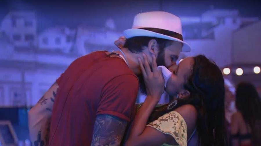 Gleici e Wagner se beijam durante festa  - Reprodução/Gshow