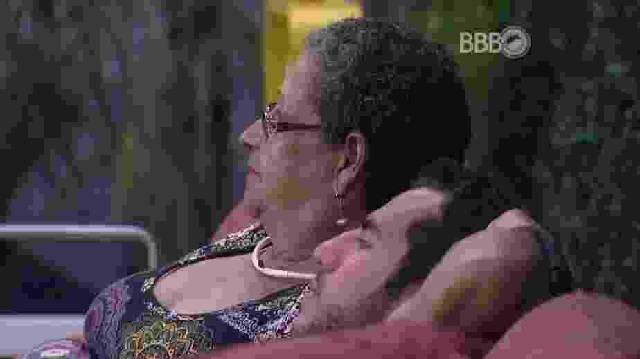 15.fev.2016 - Dona Geralda acredita que Daniel será eliminado. Matheus discorda da professora aposentada e aposta na eliminação de Ronan - Reprodução/TV Globo
