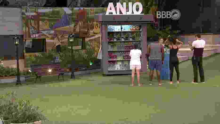 18.mar.2016 - Surpreendendo a todos, a prova do anjo desta semana teve início nesta sexta-feira (18) - Reprodução/TV Globo