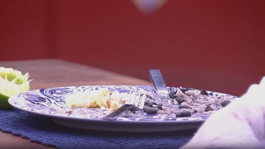 Emilly deixa comida no prato e leva bronca de Marcos - Reprodução/TV Globo