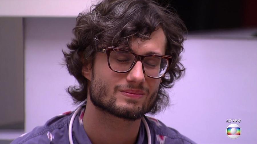 """Pedro recebe a notícia que está fora do """"BBB17"""" - Reprodoção/TV Globo"""