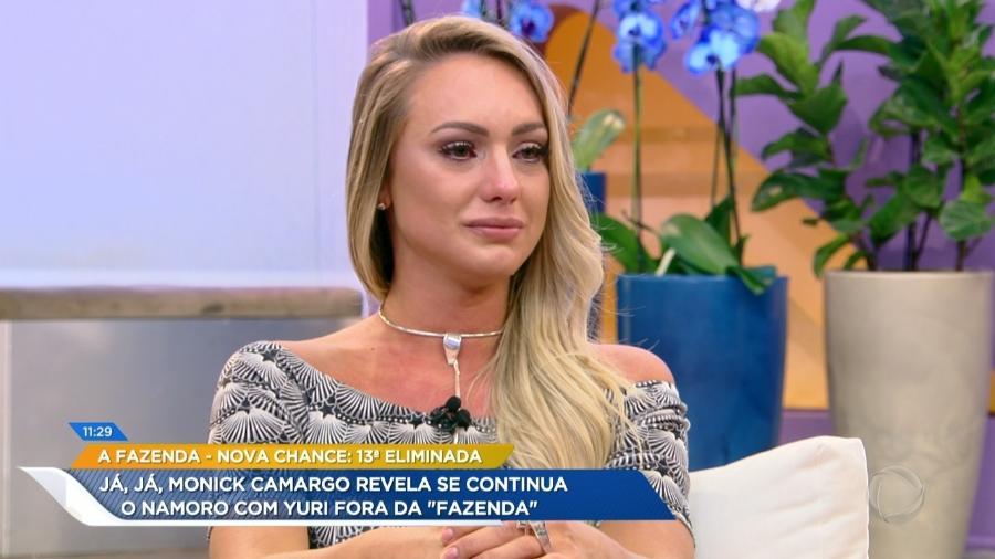 """Monick Camargo chora no programa """"Hoje em Dia"""" - Reprodução/Record"""