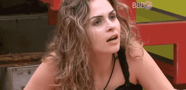 """5.mar.2916 - Ronan e Munik acham que não adianta falar com Ana Paula. Munik frisa: """"Ela está achando que está certa"""" e Ronan rebate: """"Eu acho que ela ainda está muito louca, ainda está bêbada"""" - Reprodução/TV Globo - Reprodução/TV Globo"""
