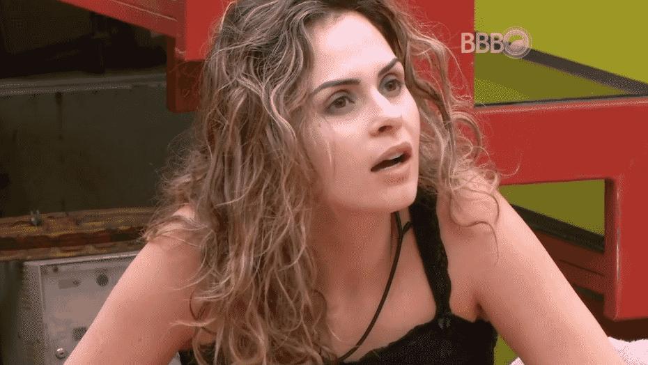"""5.mar.2916 - Ronan e Munik acham que não adianta falar com Ana Paula. Munik frisa: """"Ela está achando que está certa"""" e Ronan rebate: """"Eu acho que ela ainda está muito louca, ainda está bêbada"""" - Reprodução/TV Globo"""