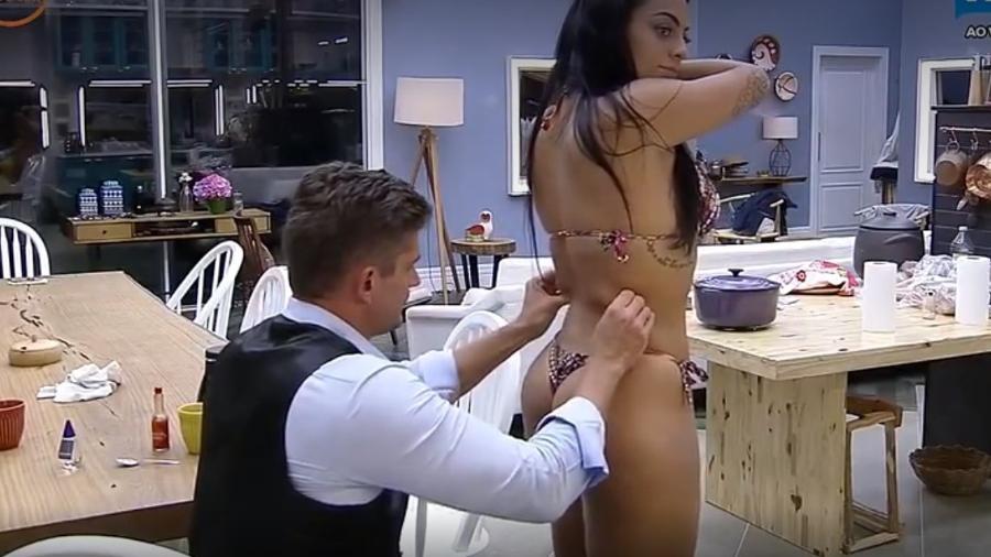 Marcos sugere cirurgias no corpo de Monique - Reprodção/R7