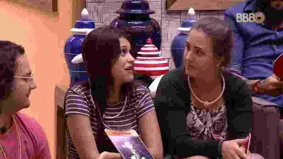 """Ana Paula recebe placa de """"leva e traz"""" no jogo da discórdia - Reprodução/Globoplay"""