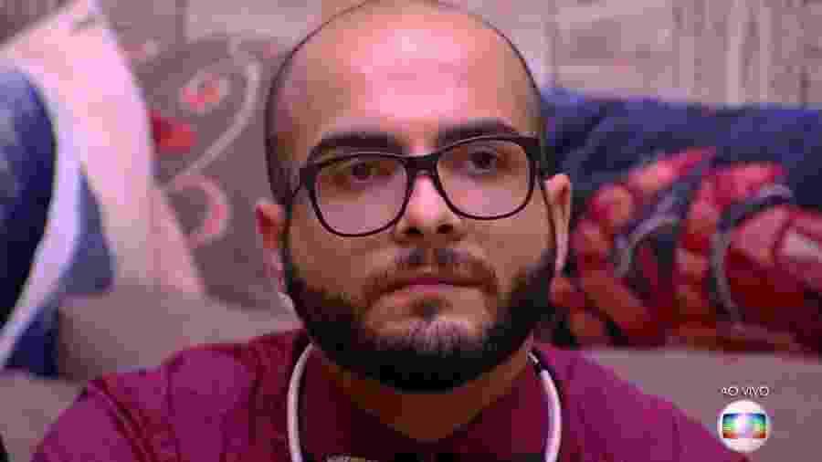 Mahmoud ouve Tiago Leifert anunciar o resultado do sexto paredão - Reprodução/TvGlobo