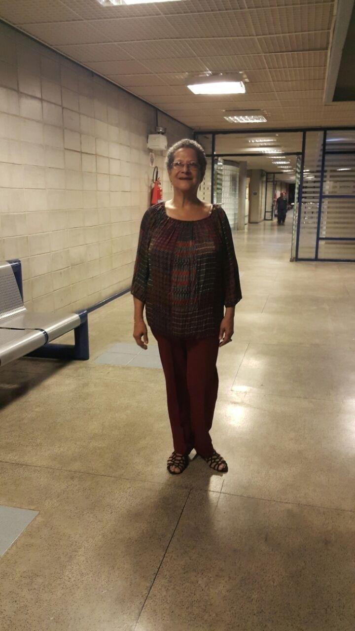 1.abr.2016 - Geralda posa para fotos após ser eliminada do