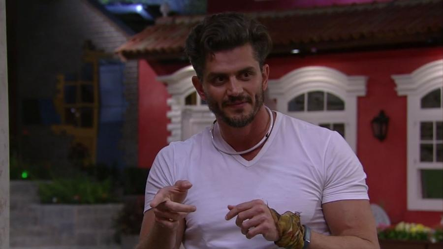 """Marcos pede que Elis fique longe dele no """"BBB17"""" - Reprodução/TV Globo"""