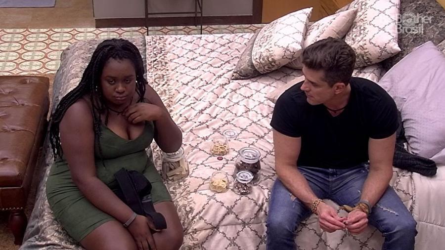 Roberta conversa com Marcos sobre paredão da semana - Reprodução/TV Globo