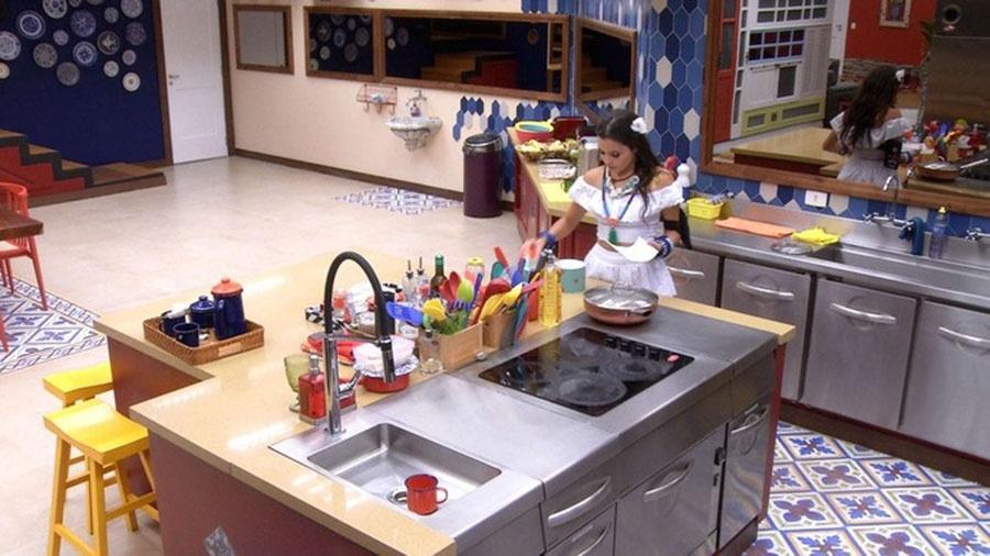 Emilly fala sozinha e condena olho grande de Marcos por Vivian - Reprodução/TVGlobo