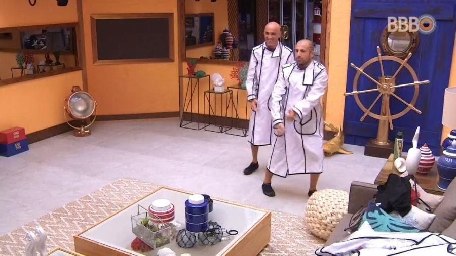 Brothers recebem capas de chuva para a prova do líder - Reprodução/Globoplay