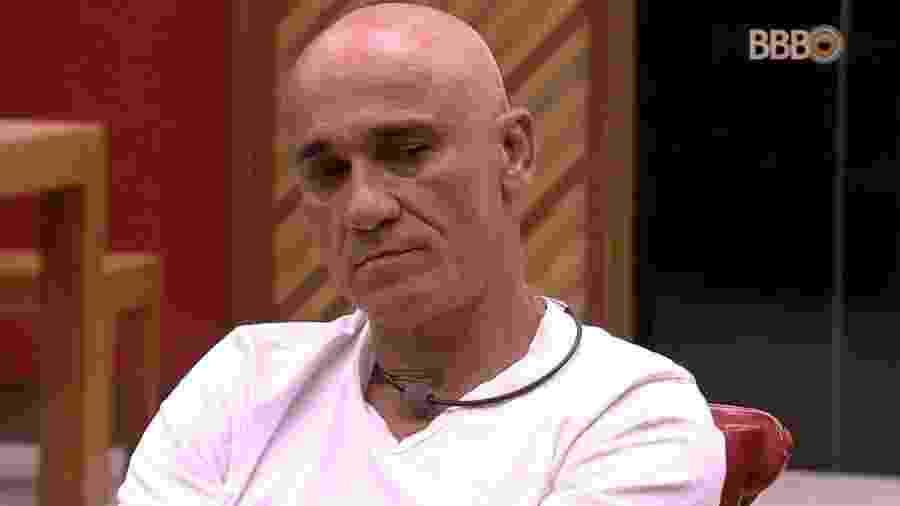 Ayrton reclama do comportamento de brothers - Reprodução/Globoplay