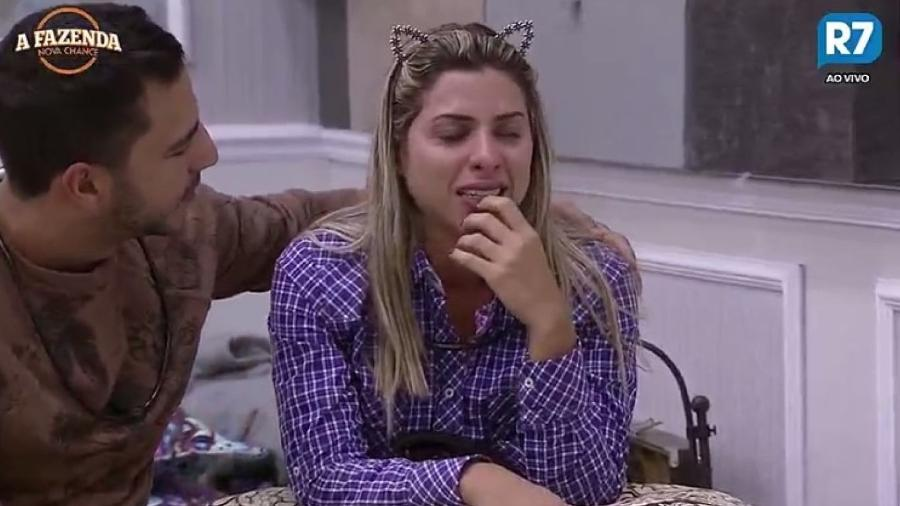 Ana Paula Minerato chora ao lembrar histórias de fãs - Reprodução/R7