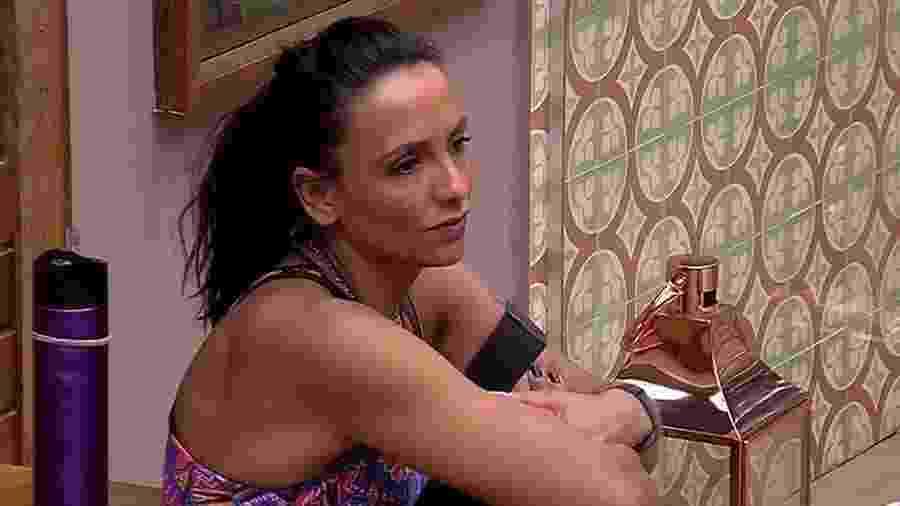 Marinalva conversa com Emilly no quarto do líder - Reprodução/TV Globo