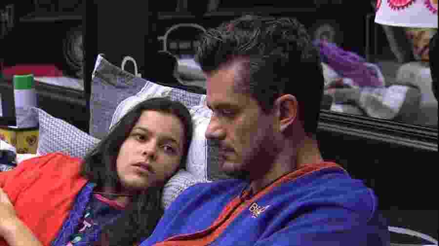 """O relacionamento de Emilly e Marcos é o principal assunto na reta final do """"BBB"""" - Reprodução/TVGlobo"""