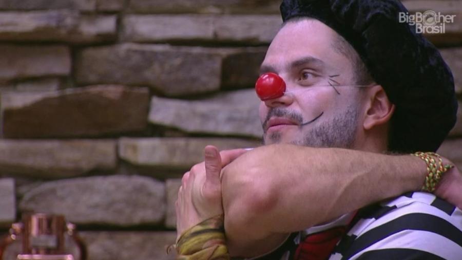 Ieda pergunta para Marcos se ele é namorado de Emilly - Reprodução/TV Globo