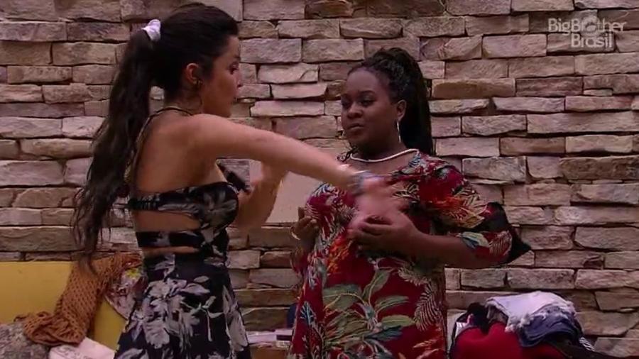 Roberta dança com Emilly após a saída de Mayara - Reprodução/TV Globo