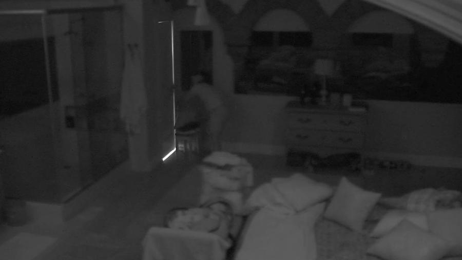 Rômulo tenta trancar Daniel no banheiro - Reprodução/TV Globo