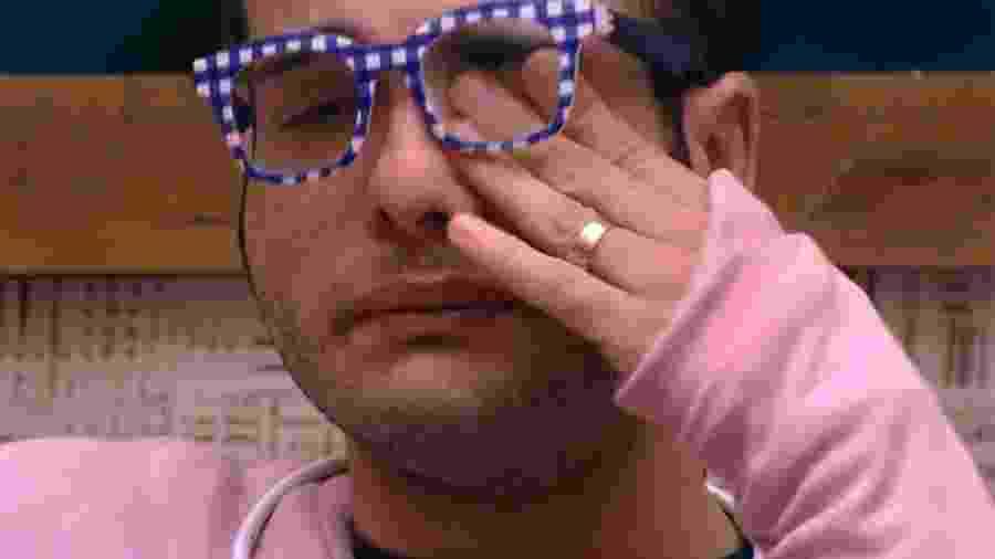 """Mahmoud chora ao conversar com Paula no """"BBB18"""" - Reprodução/GloboPlay"""