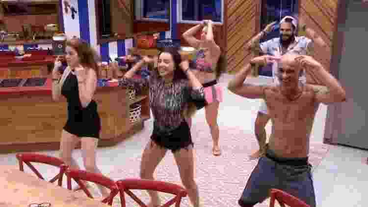 Brothers dançam na cozinha - Reprodução/GloboPlay - Reprodução/GloboPlay