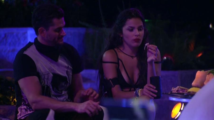Emilly e Marcos conversam sobre paredão da semana - Reprodução/TV Globo