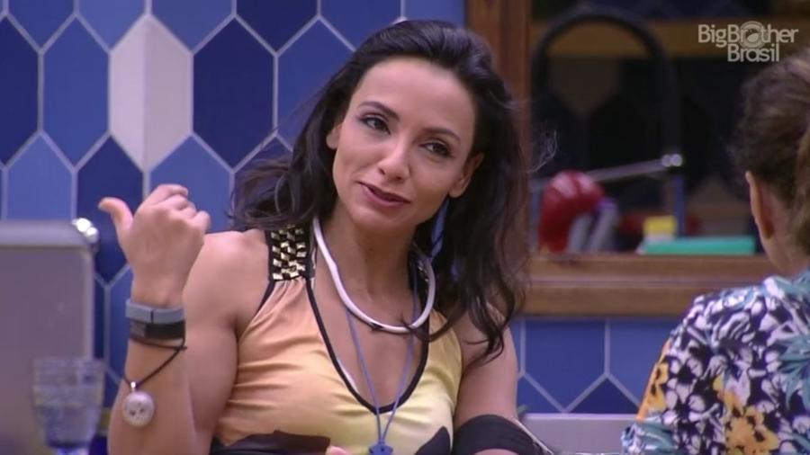 Marinalva ironiza Emilly ao ouvir sister chamar por Marcos - Reprodução/TVGlobo