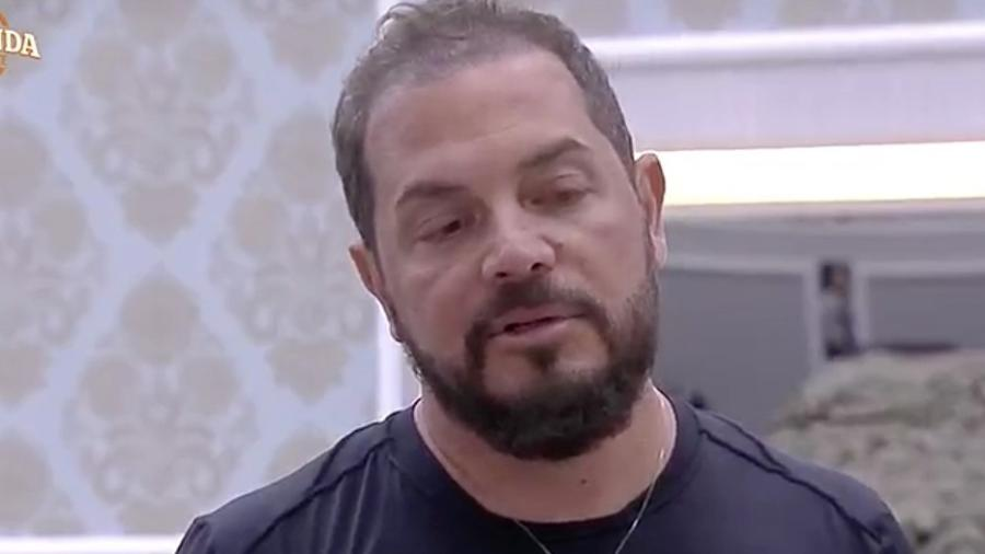 """Conrado aparece após internautas cogitarem sua desistência de """"A Fazenda 9"""" - Reprodução/R7"""