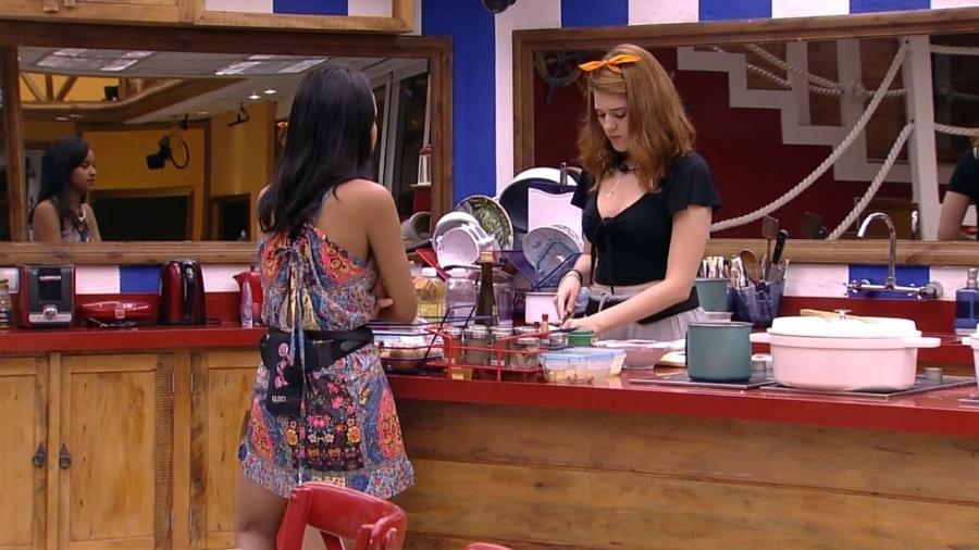 Ana Clara e Gleici conversam na cozinha - Reprodução/GlobosatPlay