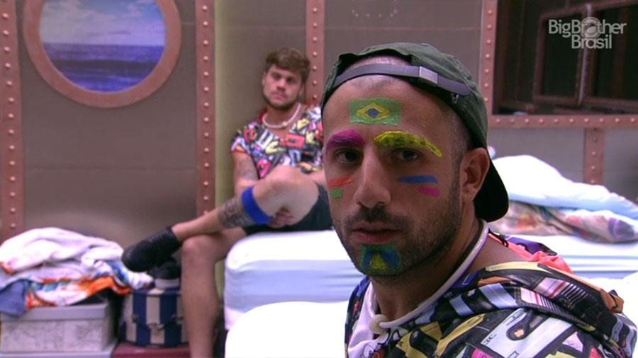 Kaysar aprova pintura facial feita por Ayrton - Reprodução/GloboPlay
