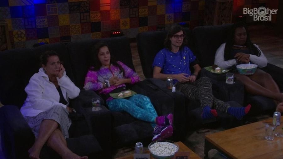 Ieda, Emilly, Pedro e Roberta aproveitam o Cinema do Líder - Reporução/TV Globo