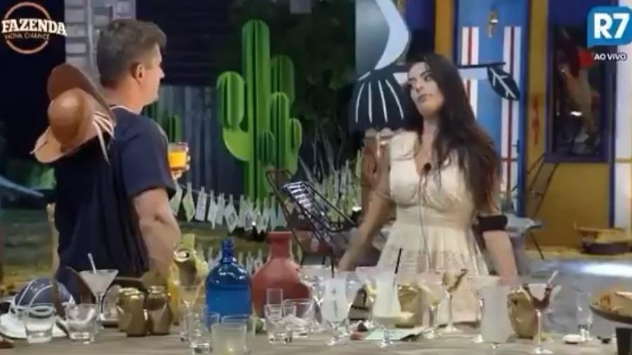 Monique critica Minerato em conversa com Marcos - Reprodução/R7